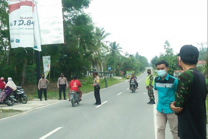Razia masker di pintu masuk pasar jumat