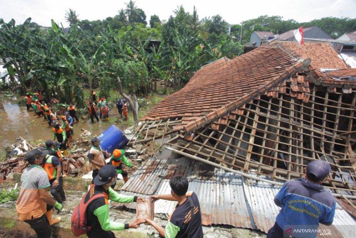 Sebanyak  249 warga Jakarta mengungsi akibat banjir