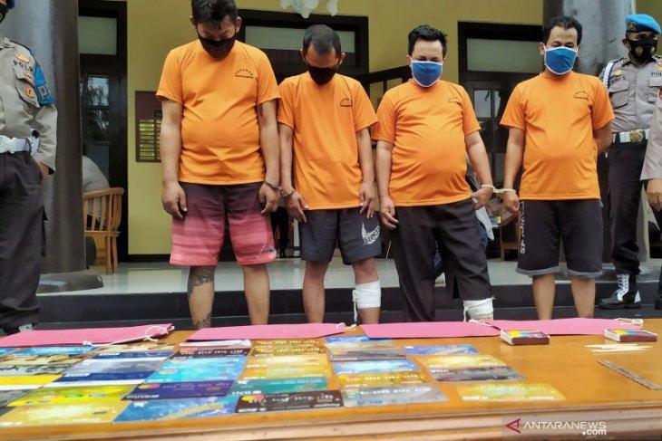 Polrestabes Bandung tembak dua pelaku pembobol modus ganjal ATM