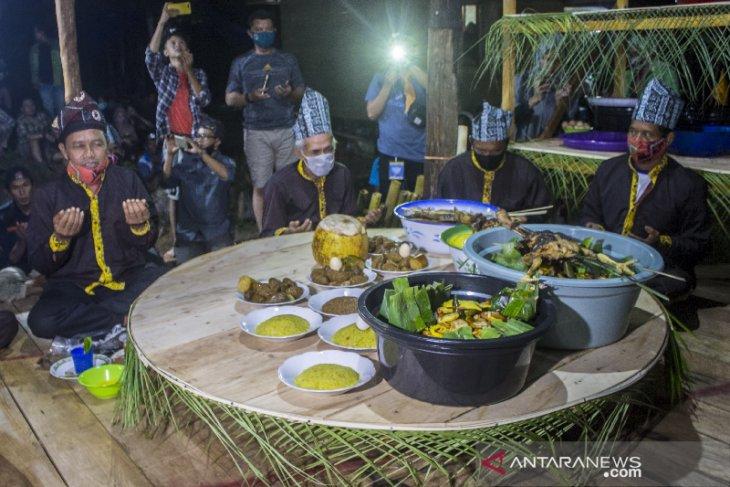 Ritual Seserahan Hutan di Desa Pa'au