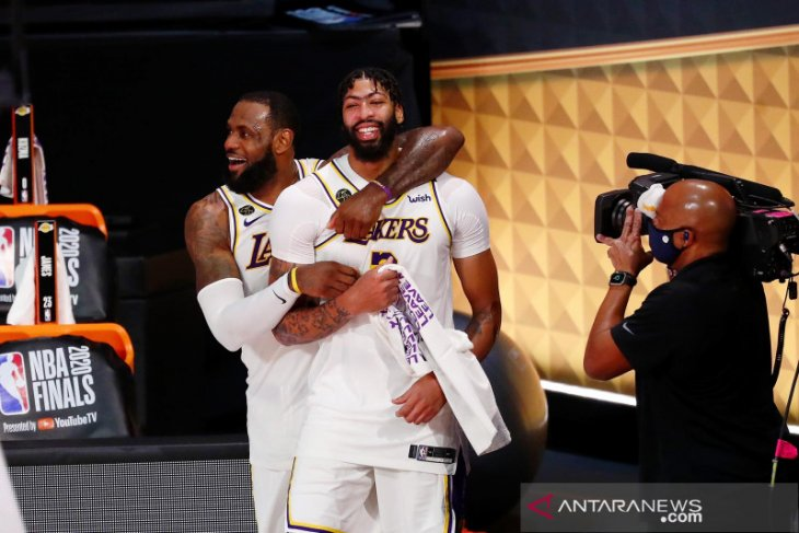 Lakers kalahkan Heat untuk raih gelar juara NBA ke-17