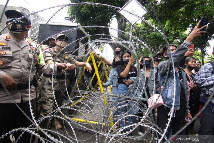 Aksi tolak UU Cipta Kerja di Banyuwangi, polisi amankan pendemo pelajar