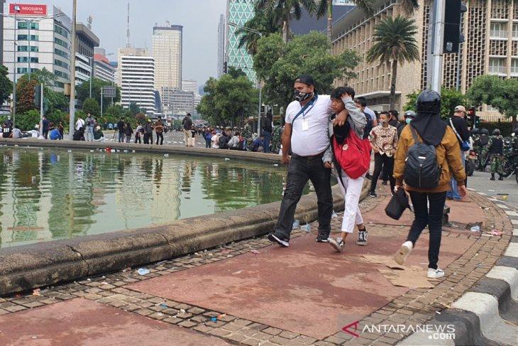Jakarta police detain 500 for stone-pelting