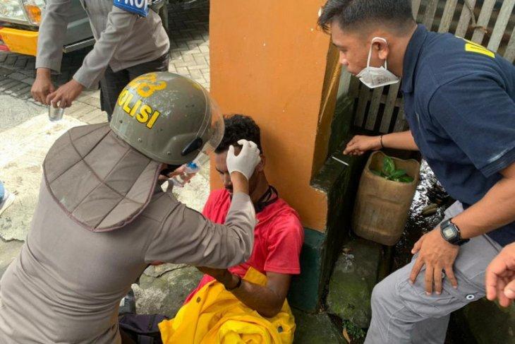 Mahasiswi pingsan saat unjuk rasa tolak UU Cipta Kerja di Ternate