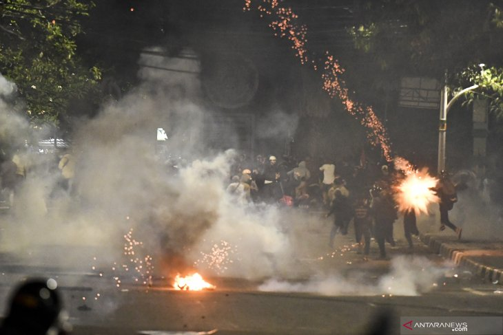 131 named suspects in violence at anti-law rallies