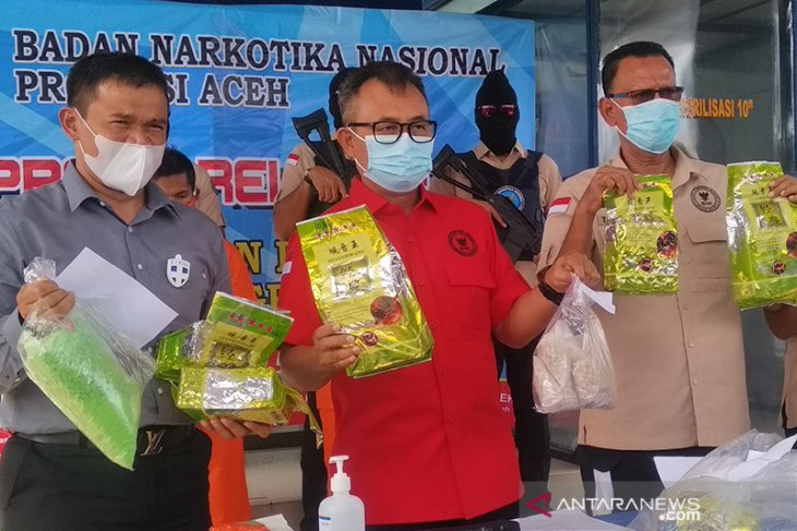Aceh BNN intercepts drugs hidden in tea packages; two held