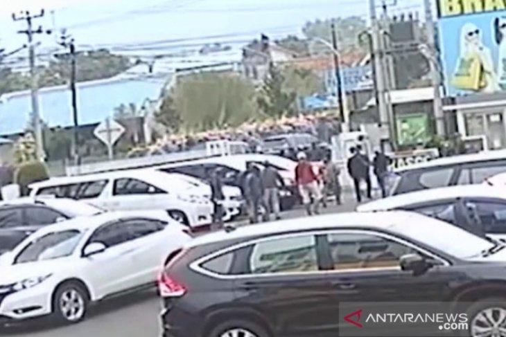 Polisi cari identitas perusak mobil mantan anggota DPR