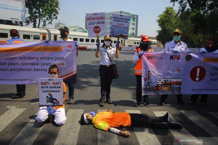 Daop Surabaya: Tren kecelakaan di perlintasan kereta sebidang meningkat