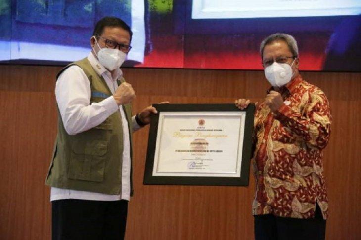 Wali Kota Ambon terima penghargaan peduli bencana dari BNPB