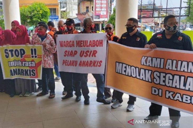 Tolak aksi anarkis, sejumlah ormas lancarkan unjukrasa ke DPRK Aceh Barat