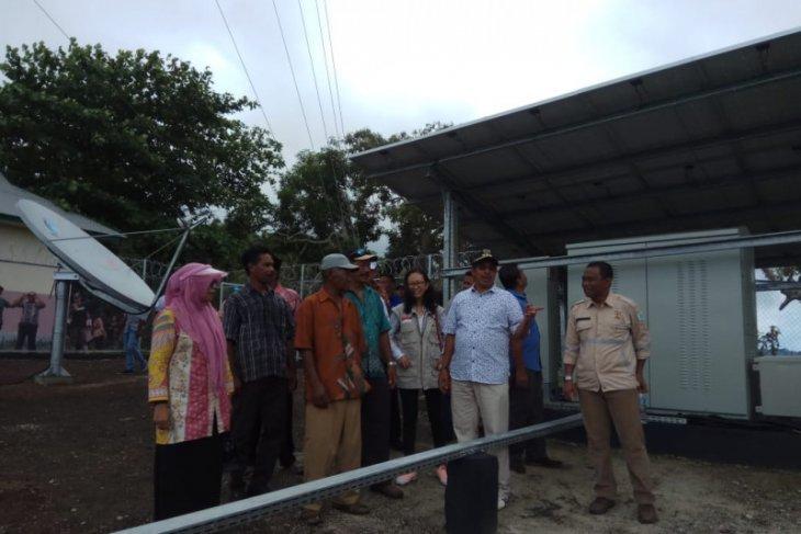 Warga desa Sagea nikmati jaringan telpon seluler