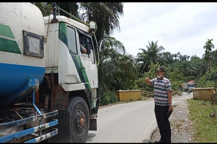 Meski Jembatan Bandar Pulo nyaris roboh, truk tangki CPO tetap coba melintasinya