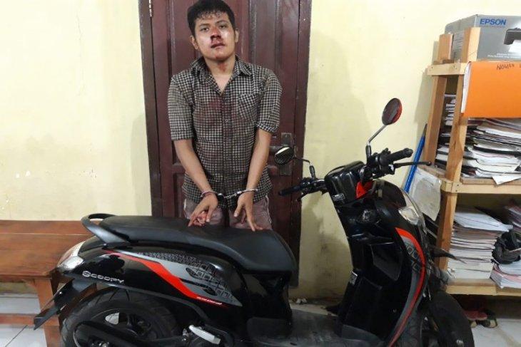 Polsek Sei Bingai amankan pencuri sepeda motor setelah diamuk warga