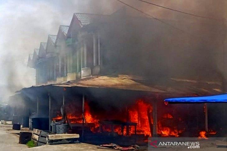 Sejumlah ruko di Pasar Bina Usaha Meulaboh terbakar