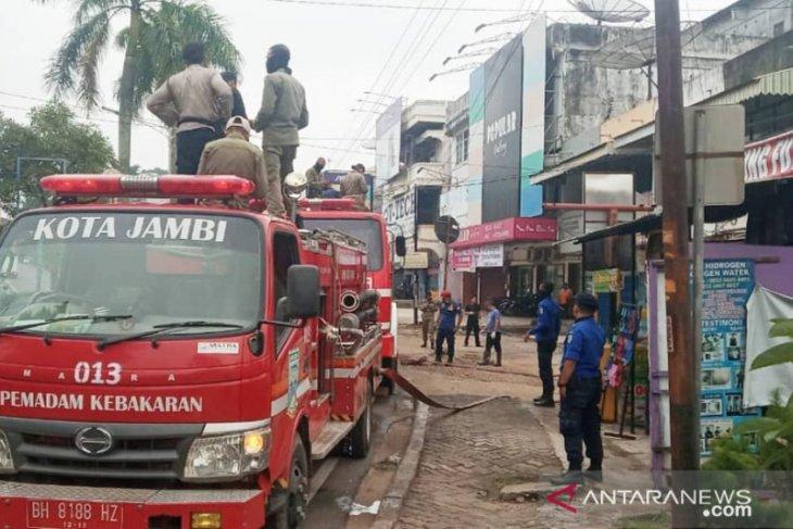 Damkar Kota Jambi tetap siaga meski jumlah kebakaran turun pada tahun 2020