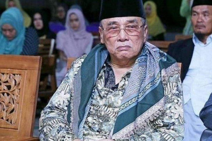 Pengasuh Ponpes Al Falah Ploso Kediri KH Mun'im Djazuli wafat