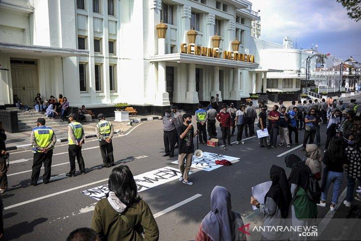Aksi mahasiswa di Bandung