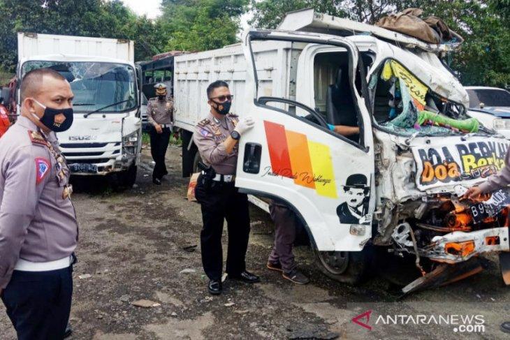 Truk rem blong di Puncak Bogor, lima orang tewas