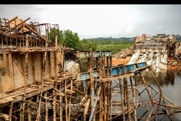 Jembatan ambruk di Pangkalpinang