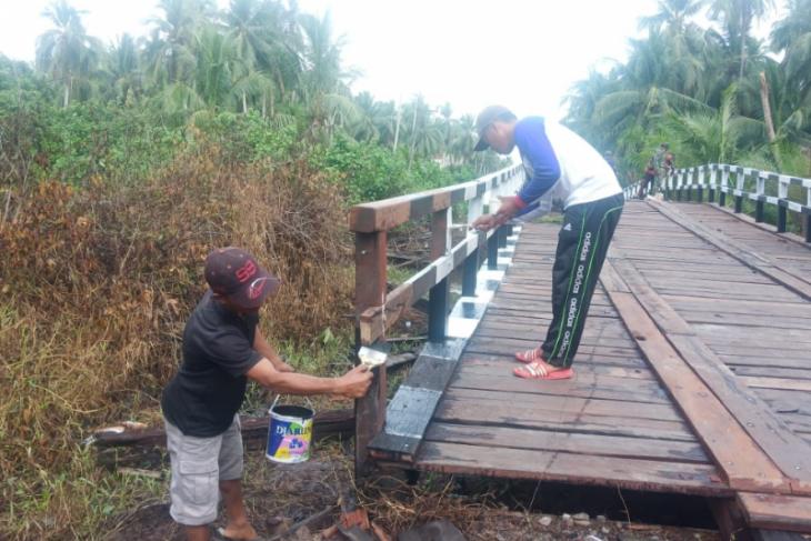 Jembatan Handil Samsu terlihat baru setelah dicat