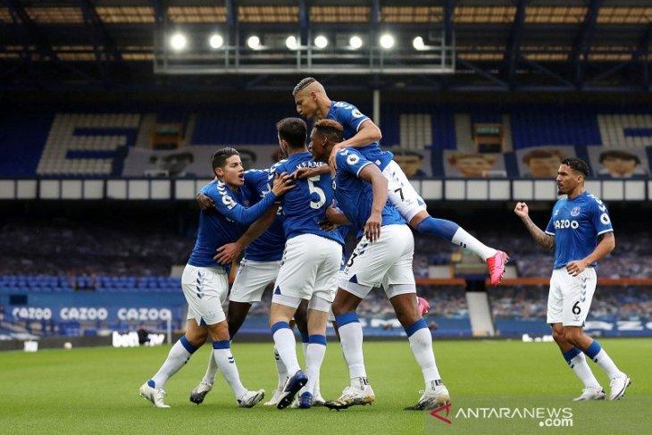 Klasemen Liga Inggris, Everton aman di puncak terbantu keputusan VAR