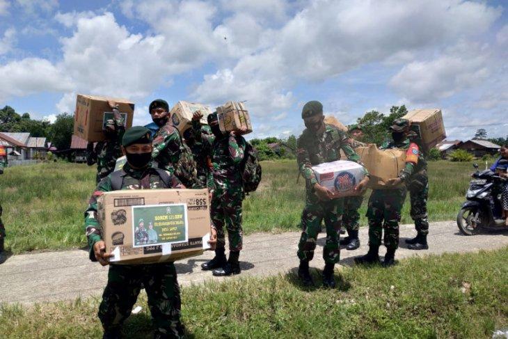 Kodim Putussibau salurkan bantuan korban kebakaran Rumah Betang Sayut