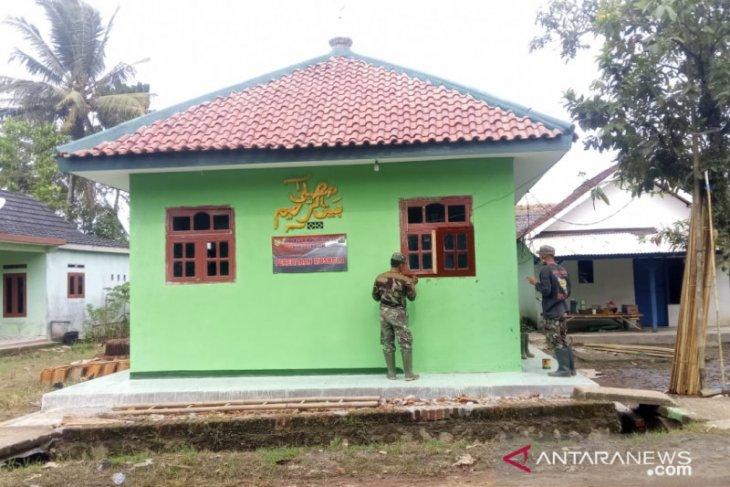 Satgas TMMD-109 Kodim 0601/Pandeglang rampungkan renovasi mushola