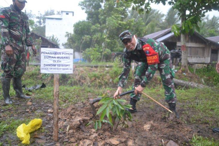 Serentak tanam durian di lokasi TMMD untuk masyarakat