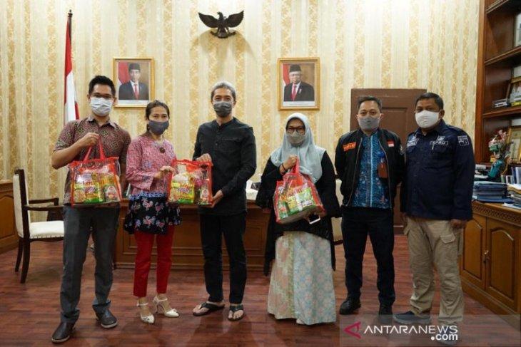 Koperasi di Kota Bogor bantu 300 paket sembako warga terdampak COVID-19