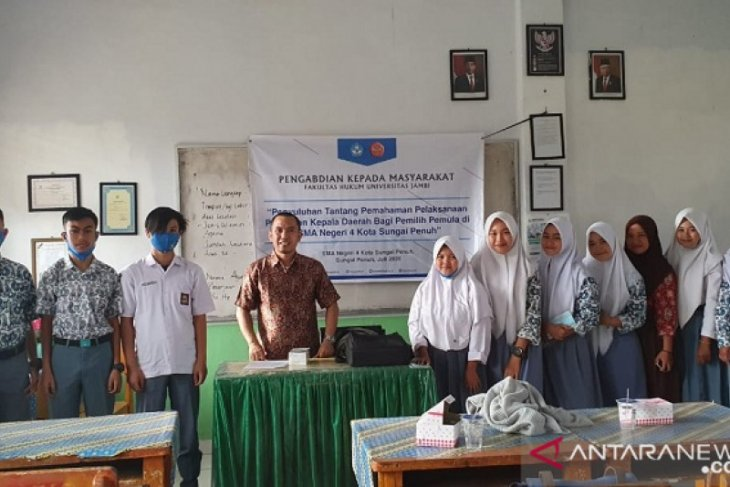 Tingkatkan pemahaman pelaksanaan pilkada kepada pemilih pemula oleh tim pengabdian masyarakat Fakultas Hukum Unja
