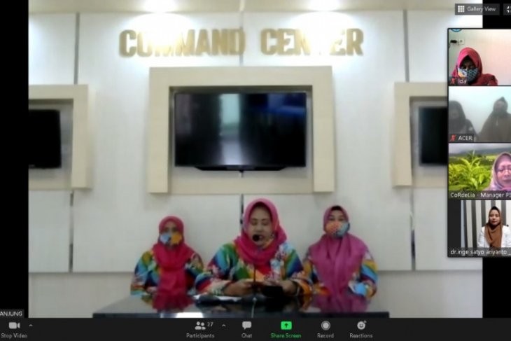 Anggota Persit Kodim 1008/Tanjung mengikuti webinar perempuan sadar vagina