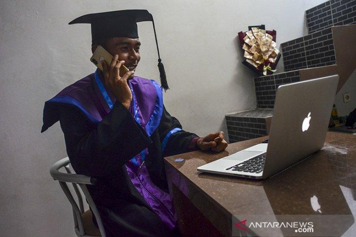Wisuda sarjana secara virtual