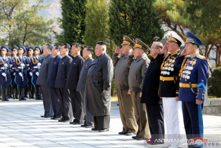 Awali tahun baru,  Kim Jong Un kirim sepucuk surat, kunjungi makam ayah