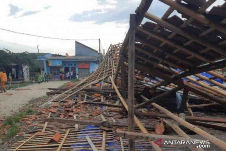 Whirlwind in Bekasi causes destruction to 109 houses