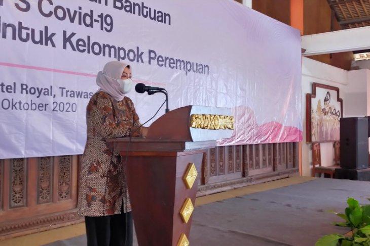 Menaker salurkan bantuan JPS untuk 15 kelompok perempuan di Mojokerto