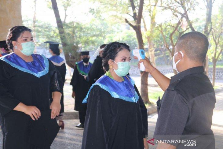 1.584 mahasiswa Undiksha-Buleleng ikuti wisuda secara luring dan daring