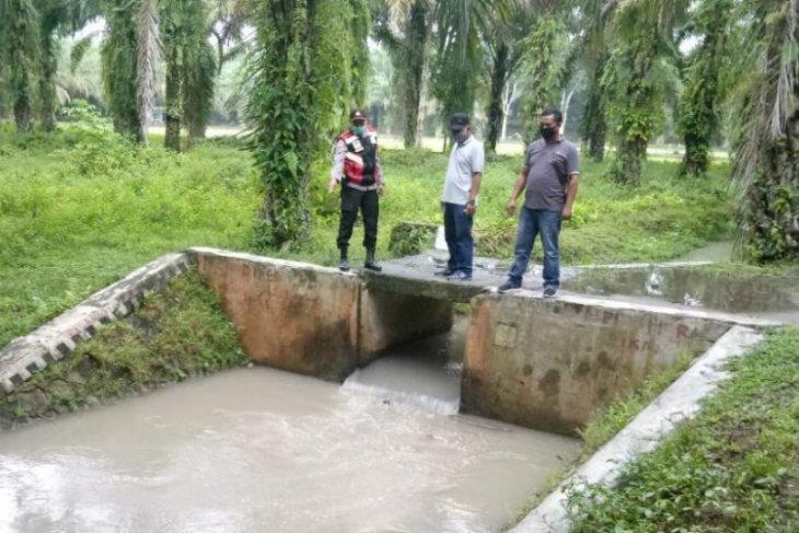Lansia ditemukan tewas di saluran irigasi Tanah Jawa Simalungun