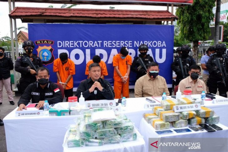 A police officer in Riau nabbed for trafficking 16 kg of crystal meth