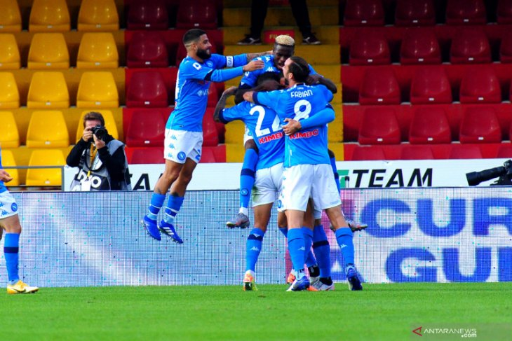 Napoli bangkit dari ketinggalan untuk menang 2-1 di markas Benevento