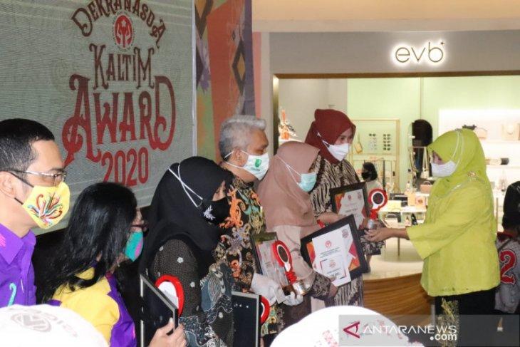 Tas belanja motif Tumpar Kutai Barat  raih harapan III Dekranasda Award