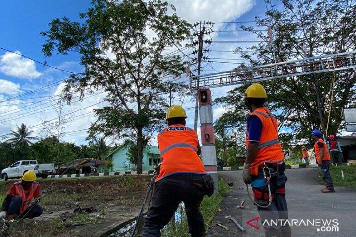 Masyarakat perbatasan Aruk bangga nikmati kemandirian listrik dalam negeri