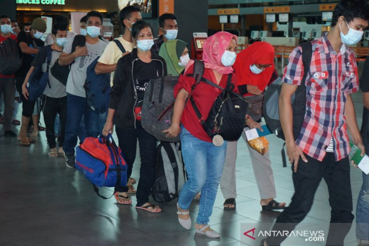 202 migrant workers deported from Malaysia arrive at Kualanamu Airport