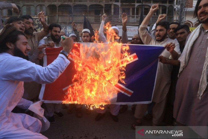 Puluhan ribu Muslim protes terhadap pernyataan presiden Prancis