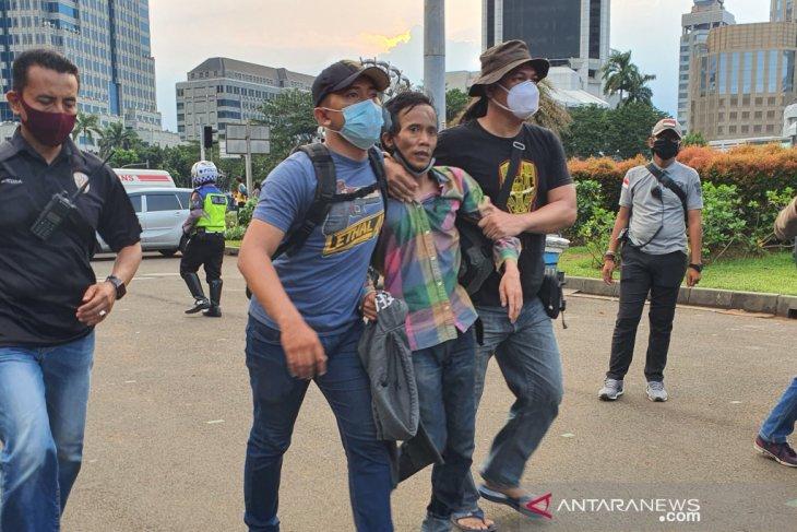 Polisi amankan dua orang diduga copet di tengah aksi unjuk rasa