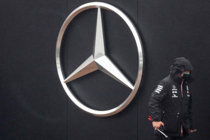 Mercedes-Benz meningkatkan kepemilikan di Aston Martin