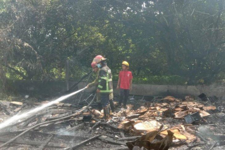 Gudang helm di Medan  hangus terbakar