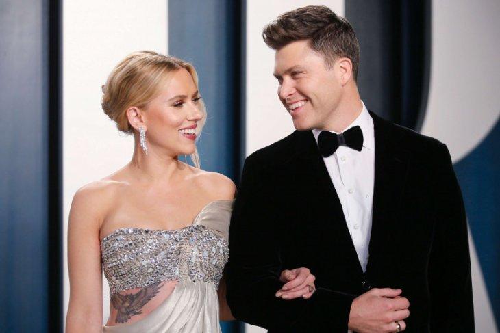 Aktris Scarlett Johansson menikah dengan komedian Colin Jost