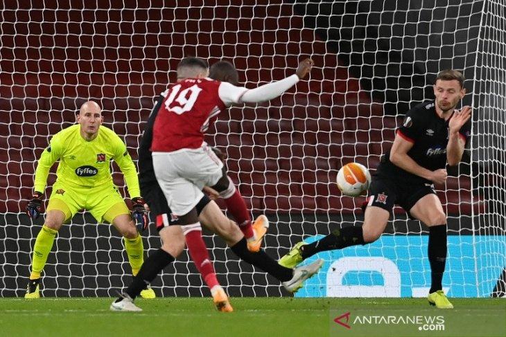 Arsenal menang meyakinkan kontra Dundalk untuk pimpin Grup B