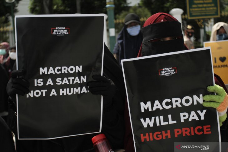 Puluhan ribu Muslim protes, Presiden Prancis disebut pemimpim Islamofobia