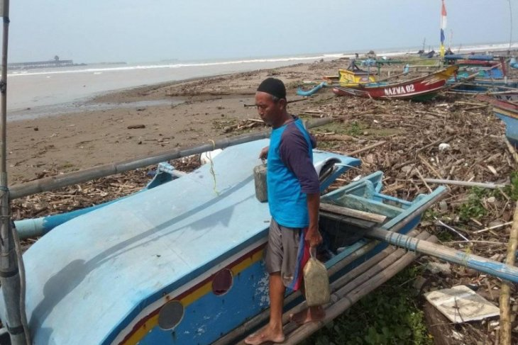 Tidak melaut akibat cuaca buruk, nelayan Lebak terlilit utang